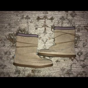 Womens Size 10 Toms Moccasin Boots